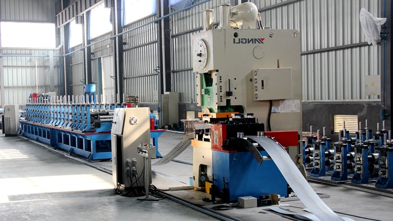 Rack pallet roll forming machine