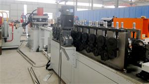 U sections roll-forming machine