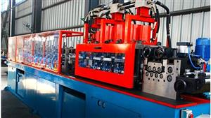 Hat type steel forming machine
